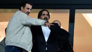 L'émir du Qatar, cheikh Tamim ben Hamad Al-Thani et son père, cheikh Hamad ben Khalifa Al-Thani.