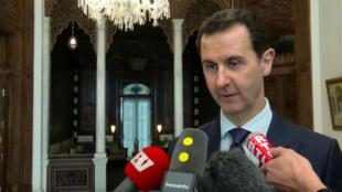 Bachar al-Assad lors de son interview à trois médias français France Info, LCP, RTL, le 8 janvier 2017.