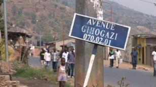 Le président sortant Pierre Nkurunziza attend de pouvoir voter dans son village d'origine, Buye, dans le nord du Burundi, le 21 juillet 2015.