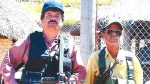 """Imagen publicada por el Departamento de Justicia de EE. UU. el 8 de enero de 2019, que muestra al narcotraficante mexicano Joaquín """"El Chapo"""" Guzmán cargando un arma."""