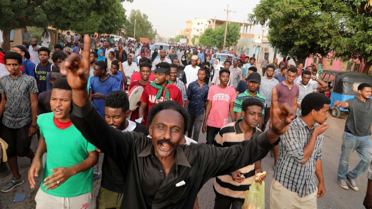 """Ciudadanos sudaneses acogieron el llamado de los grupos opositores para salir a las calles en la denominada """"Marcha del millón"""". Jartum, Sudán. 30/06/2019."""