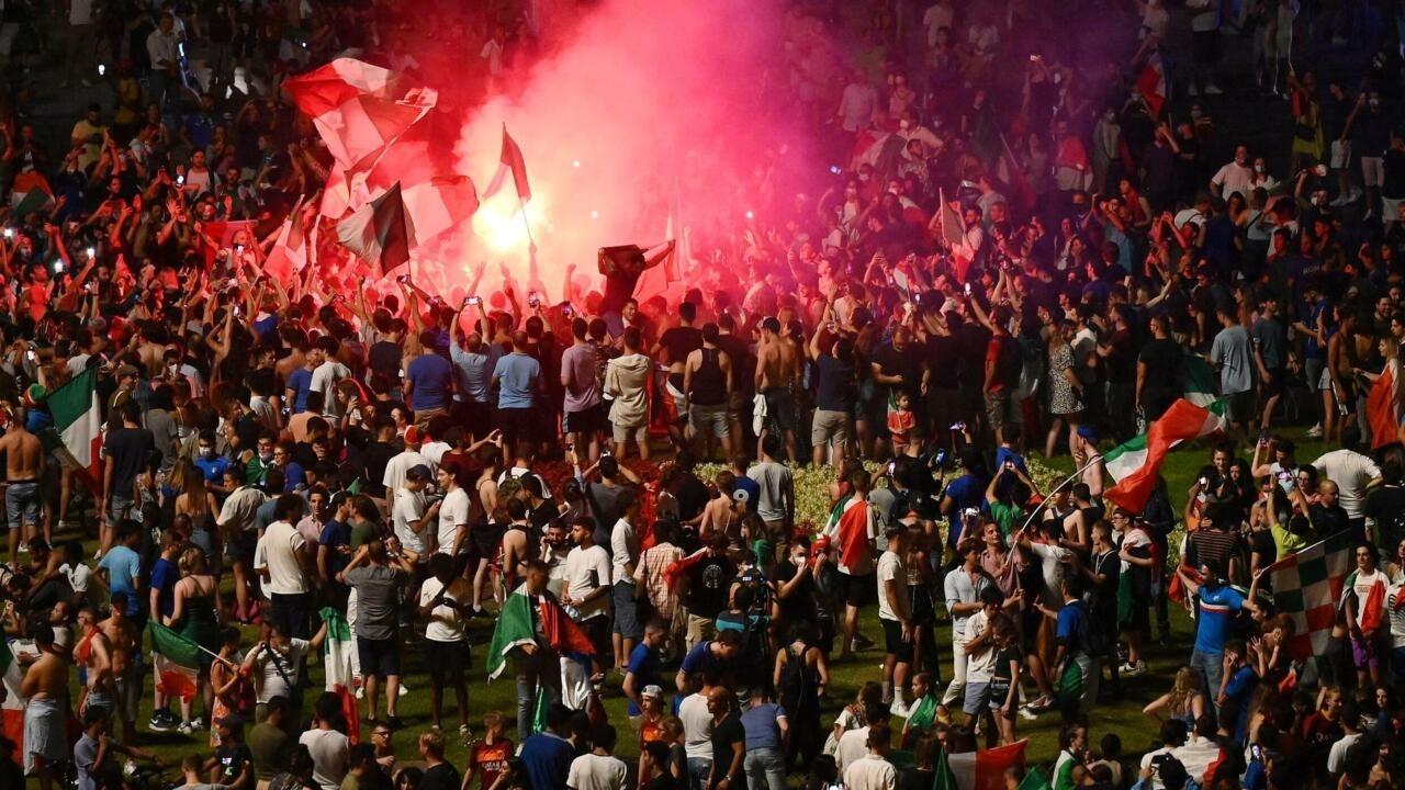 الاحتفالات تعم المدن الإيطالية من الشمال إلى الجنوب بعد إحراز كأس الأمم الأوروبية