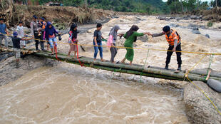 2020-01-03T141443Z_283167116_RC2E8E9RSU1J_RTRMADP_3_INDONESIA-WEATHER-FLOODS