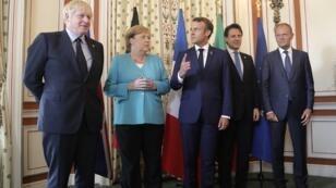 (De gauche à droite) Le Premier ministre britannique Boris Johnson, la chancelière allemande Angela Merkel, le président français Emmanuel Macron, le premier ministre italien Giuseppe Conté et le président du Conseil européen Donald Tusk à Biarritz, le 24 août 2019.