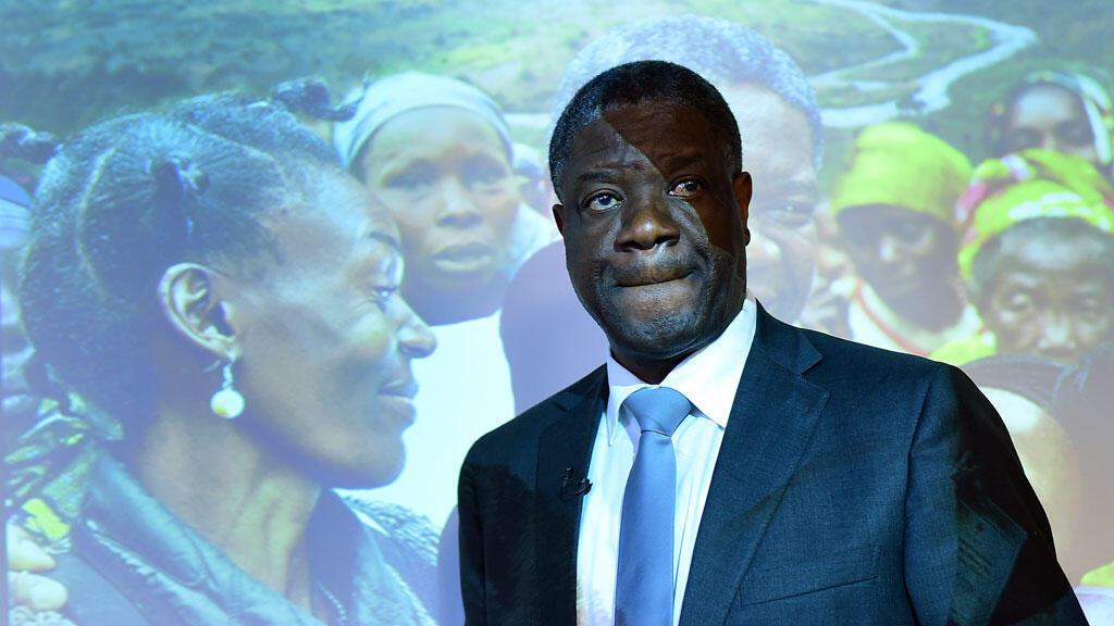 """Le Dr Mukwege à une conférence de presse pour présenter le film """"L'Homme qui répare les femmes"""", à Bruxelles, le 25 mars 2015."""