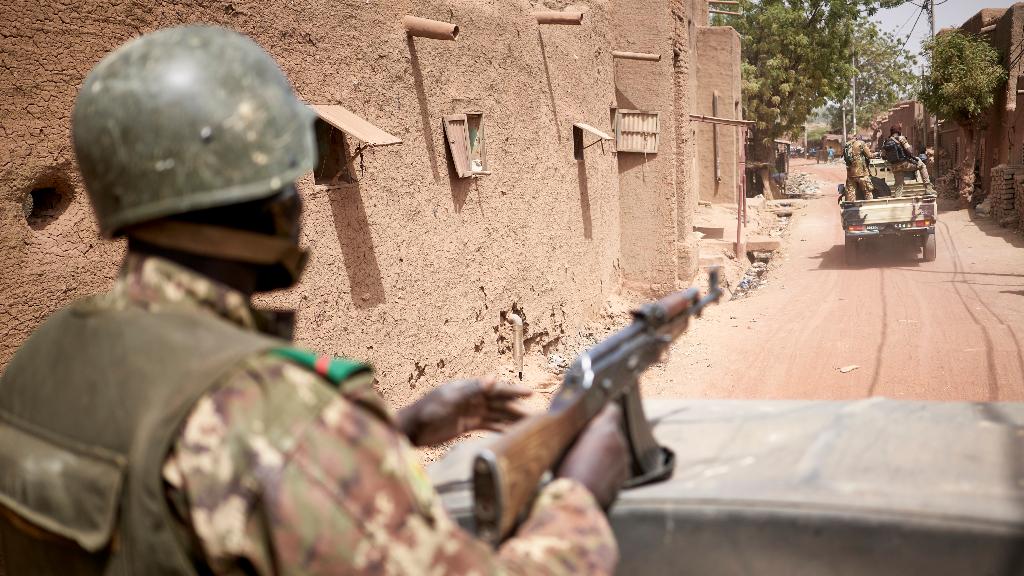 La violencia yihadista está afectando especialmente a soldados del Ejército de Mali. Desde la primera vuelta de las elecciones 25 miembros de las fuerzas armadas han sido asesinados.