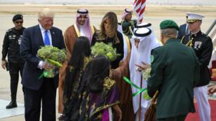 Donald Trump et le roi Salmane lors d'une cérémonie à la cour royale saoudienne à Riyad, le 20 mai 2017.