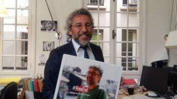 Turkish journalist braves guns, jail to rally for press freedom