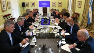 El presidente Mauricio Macri encabeza una reunión ministerial para explicar los nuevos controles a la compra de divisas y transferencias al exterior, en la Casa Rosada en Buenos Aires, Argentina, el 2 de septiembre de 2019.