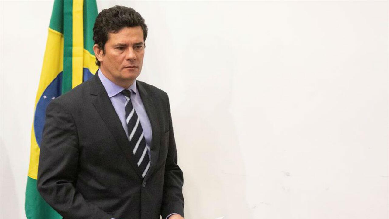 El ministro de Justicia, Sérgio Moro, anuncia su salida del gobierno durante una conferencia de prensa, en Brasilia, Brasil, el 24 de abril de 2020.