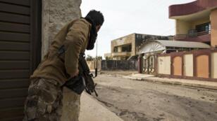 Un soldat irakien dans les environs de Mossoul, en Irak, le 5 novembre 2016.