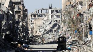 La ciudad de Al Raqa en ruinas tras ser recuperada por el Ejército Sirio. Ahora Al Qariatain es la última población en ser arrebatada a los yihadistas