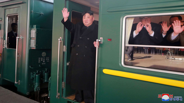 Kim Jong-un, líder norcoreano, parte en tren hacia la cumbre de Estados Unidos en Hanoi, el 23 de febrero de 2019.