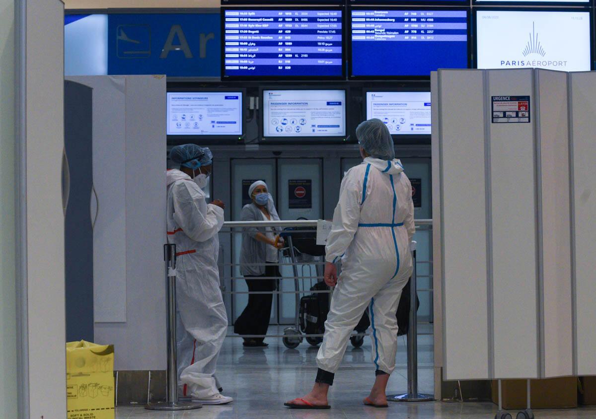 Le personnel médical dans le centre de dépistage Covid à l'aéroport Roissy-Charles-de-Gaulles le 04 août 2020