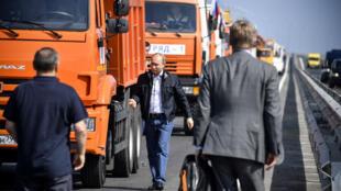 Vladimir Poutine le 15 mai, sur le nouveau pont reliant la Crimée à la Russie.