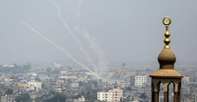 El ejército israelí bombardea contra Hamás en la Franja de Gaza, el 14 de julio de 2018.