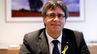El exlíder catalán Puigdemont asiste a una reunión con el grupo parlamentario de su partido 'Junts per Catalunya' en Bruselas