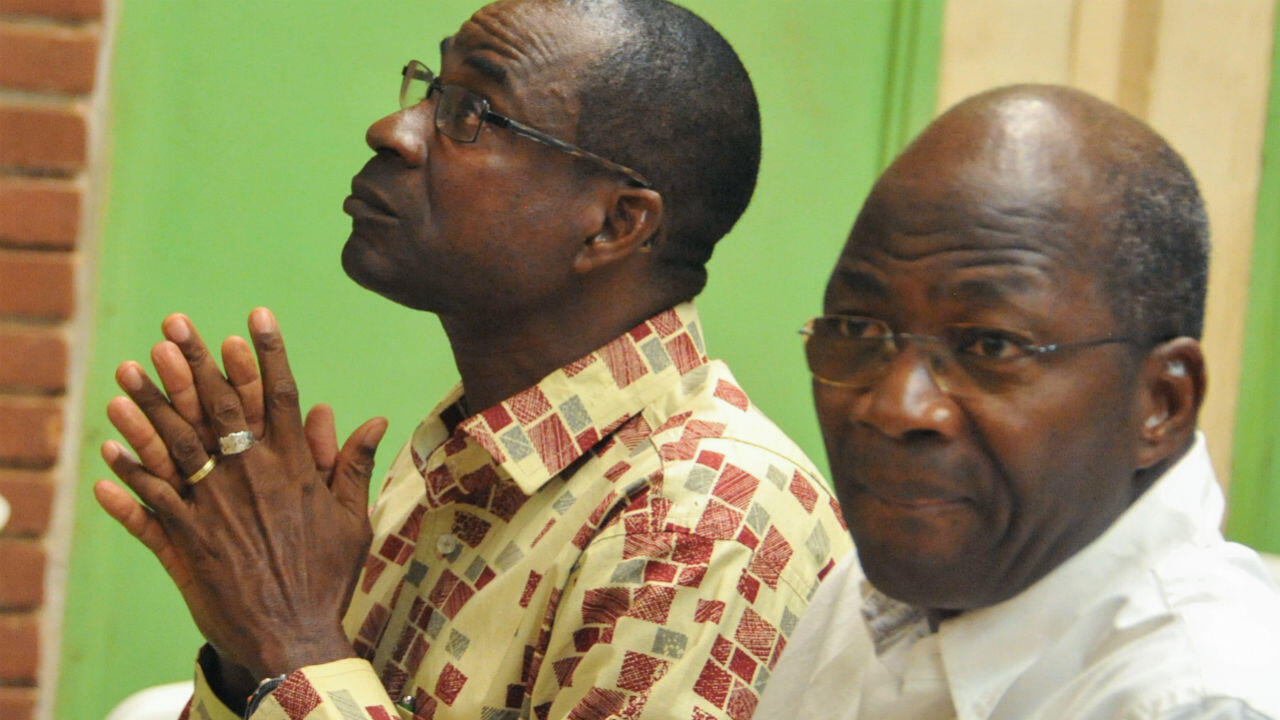 L'ancien ministre des Affaires étrangères Djibrill Bassolé aux côtés du général Gilbert Diendéré lors de l'ouverture du procès de l'ancien président Compaoré, le 27 avril 2017 à Ouagadougou.
