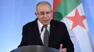نائب رئيس الحكومة ووزير الخارجية الجزائري رمطان لعمامرة