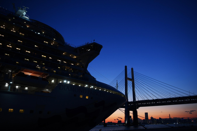 Le paquebot Diamond Princess est placé en quarantaine au large de Yokohama (près de Tokyo), au Japon.