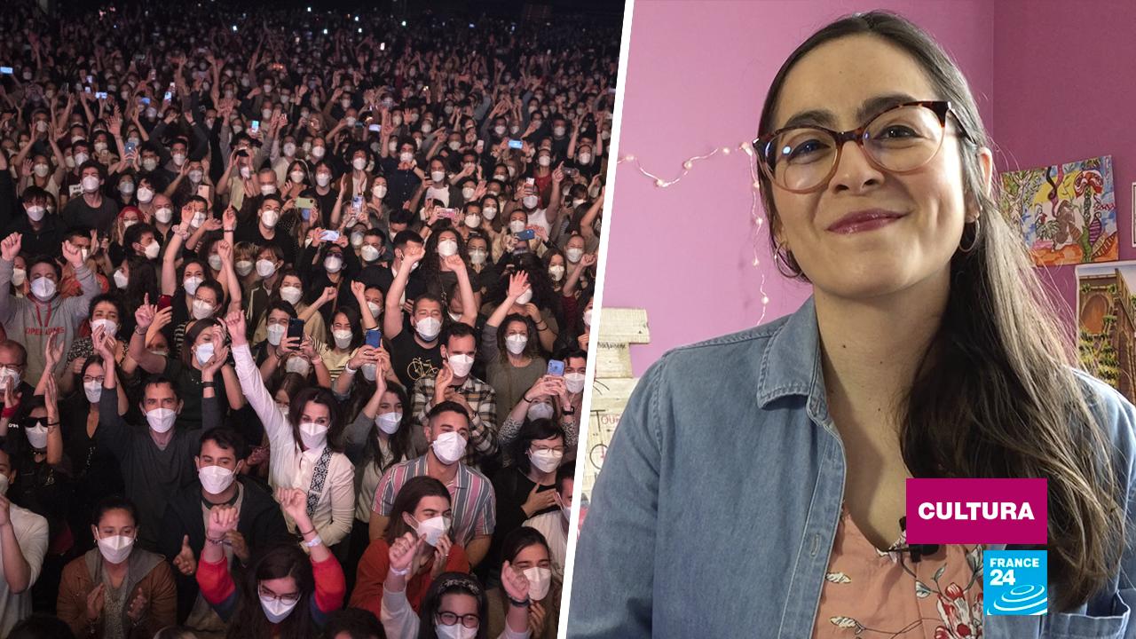 Público disfrutando de un concierto piloto en Barcelona, España, del grupo Love of Lesbian, el 27 de marzo de 2021.