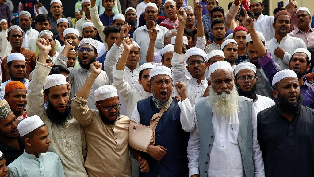 En Dhaka, Bangladesh, grupos de musulmanes se manifiestan en contra de los ataques contra dos mezquitas, en Nueva Zelanda, el 15 de marzo de 2019.