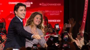 Justin Trudeau et sa femme à Montréal, le 20 octobre, après l'annonce de la victoire du Parti libéral.