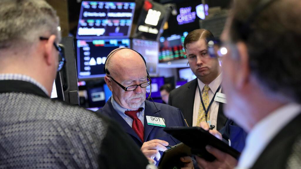 Los corredores de bolsa trabajan en el piso de la Bolsa de Nueva York cuyos índices se desplomaron en Nueva York, EE. UU., el 8 de mayo de 2019.