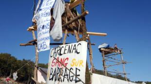 Plusieurs centaines d'opposants ont continué l'occupation du site du barrage de Sivens, dans le Tarn.