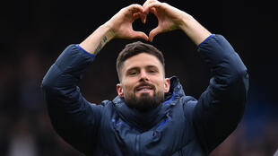 Chelsea have extended striker Olivier Giroud's contract till 2021