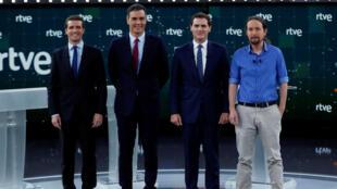Albert Rivera (de gauche à droite), Pedro Sanchez, Pablo Casado et Pablo Iglesias, posant avant le débat télévisé, le 22 avril 2019.