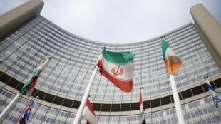 Le drapeau iranien devant le siège de l'ONU à Vienne, qui abrite l'Agence internationale de l'énergie atomique.