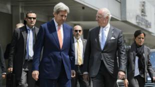 Le secrétaire d'Etat américain John Kerry et l'émissaire de l'ONU Staffan de Mistura à Genève le 2 mai 2016.