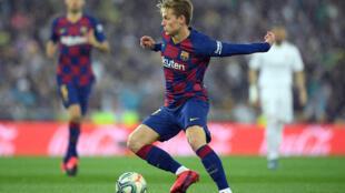 Frenkie De Jong, le milieu de terrain néerlandais du Barça lors d'un match contre le Réal Madrid au stade Santiago Bernabeu le 1er mars 2020.