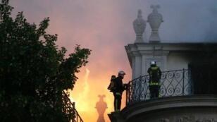 Le feu s'est déclaré vers 1h30 du matin à l'hôtel Lambert.