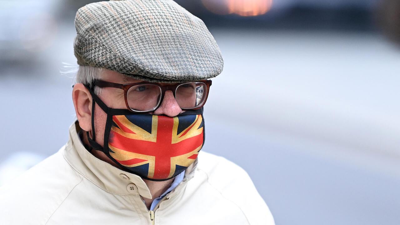 London covid mask londres 000_9NU4BW