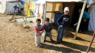 أطفال في مخيم للاجئين السوريين في البقاع في 2014