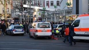 سيارات الإسعاف والشرطة في مكان عملية الدهس 25 فبراير 2017