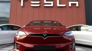 Un showroom et le logo Tesla à Amsterdam, le 23 octobre 2019