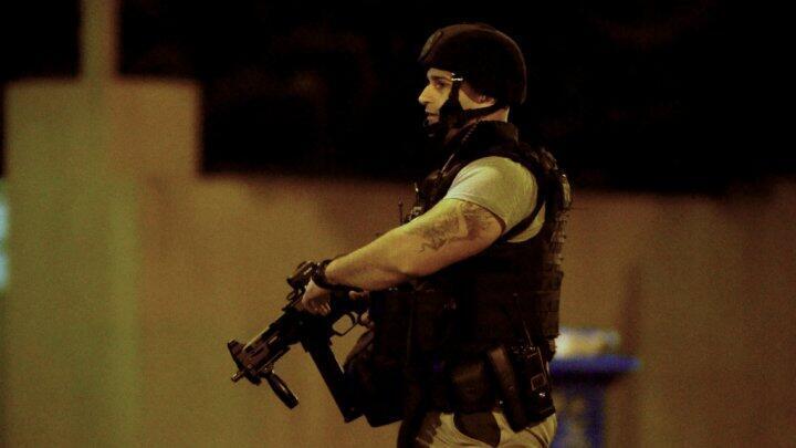 Un policier australien sur les lieux de la prise d'otage à Melbourne, le 5 juin.