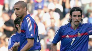 David Trezeguet et Robert Pires lors d'un match contre Andorre en 2004.