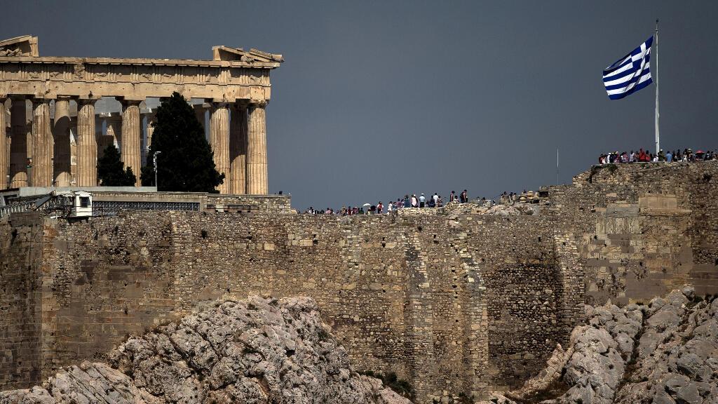 Foto de archivo del antiguo templo del Partenón sobre el sitio arqueológico de la colina de Acrópolis en Atenas, Grecia, el 26 de junio de 2015.