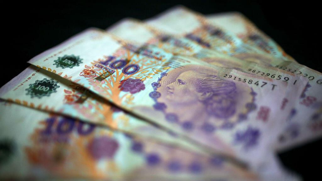 Imagen de archivo de los billetes de 100 pesos argentinos se muestran en esta ilustración tomada el 3 de septiembre de 2019.