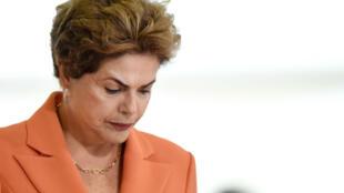 Avant le vote, la présidente brésilienne, Dilma Rousseff, a vidé son bureau du Planalta.