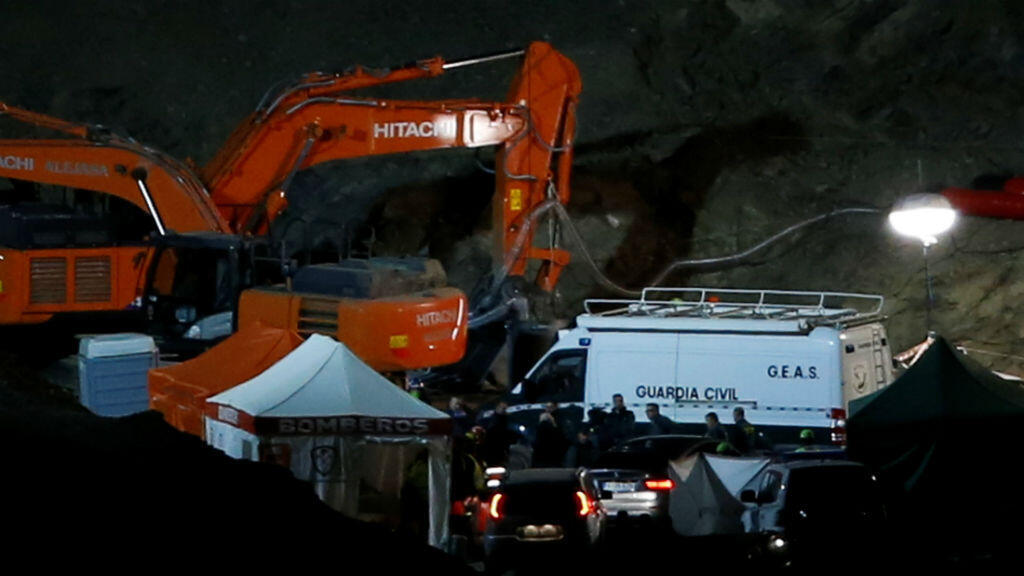 Tras más de 30 horas de búsqueda, los rescatistas encontraron en la madrugada del 26 de enero de 2019 el cuerpo sin vida del niño Julen Roselló de 2 años, que había caído en un pozo profundo y estrecho en Totalán, Málaga, en el sur de España.