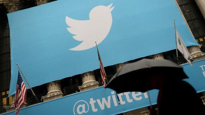 Le site de micro-blogging Twitter est régulièrement accusé de servir de soutien logistique à la propagande de l'organisation État islamique.