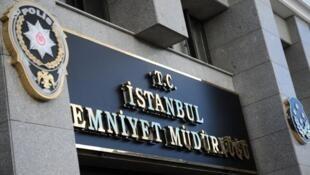 La femme abattue hier à Istanbul, devant le quartier général de la police, portait sur elle une bombe et une arme à feu.