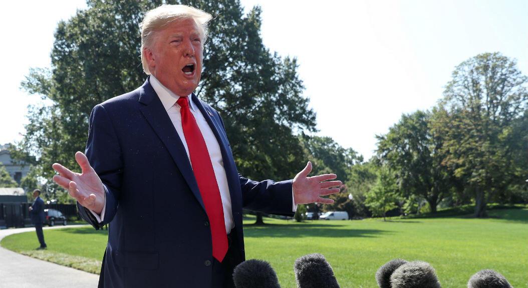 El presidente de Estados Unidos, Donald Trump, habla sobre el control de armas, en los jardines de la Casa Blanca, el 9 de agosto de 2019.