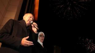 Recep Tayyip Erdogan et sa femme devant les partisans de l'AKP à Ankara, le 1eravril.