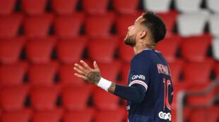 L'attaquant brésilien du Paris-SG, Neymar, auteur d'un doublé lors du match de Ligue 1 face à Angers, au Parc des Princes, le 2 octobre 2020